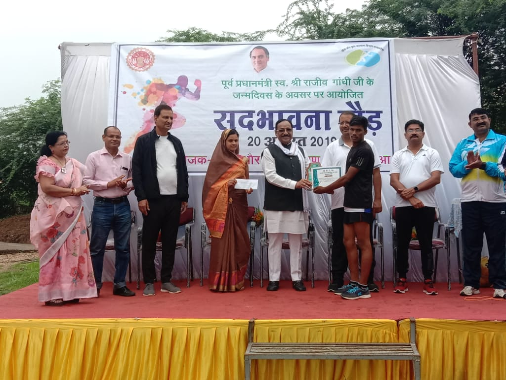 sadbhavna-daud-jhabua-20-august-राजवाडा से कलेक्टर कार्यालय खेल परिसर तक सद्भावना दौड़ का हुआ आयोजन