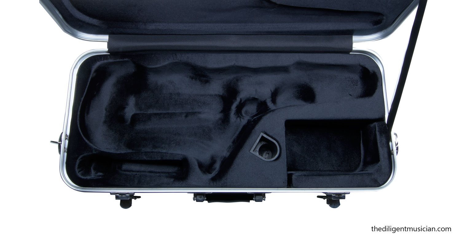 Selmer AS-400 Series Student Alto Saxophone Review Case Open empty
