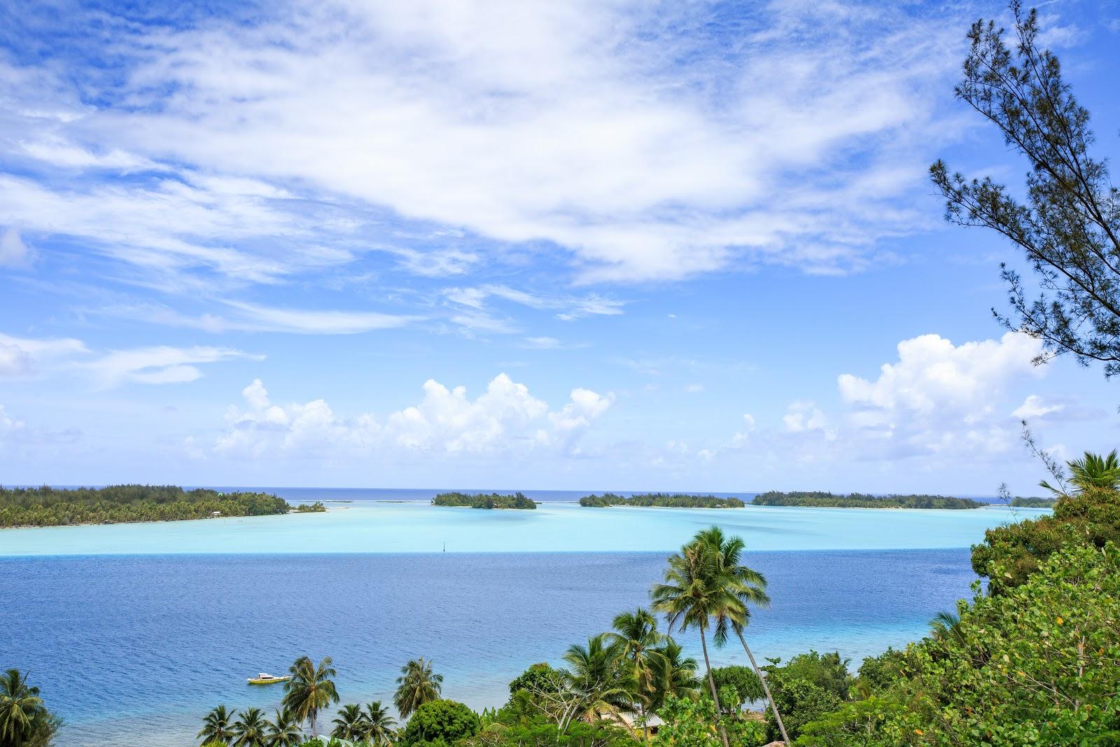 WWII Guns Faanui 從加農砲往海看過去就是一排motu,最右邊則是Bora Bora 機場