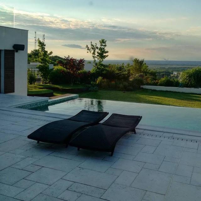 Gradina moderna, gradina minimalista, piscina infiniti, amenajari gradini