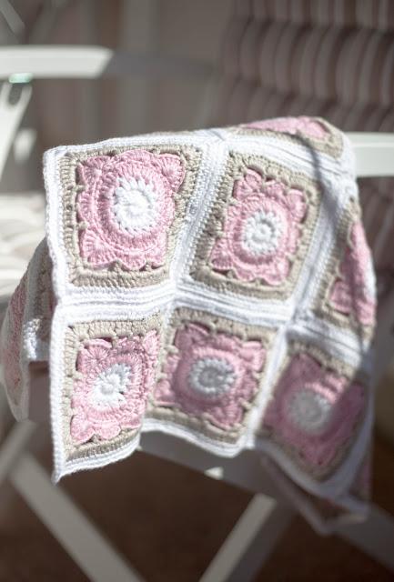 vauvan peitto pajuneliö