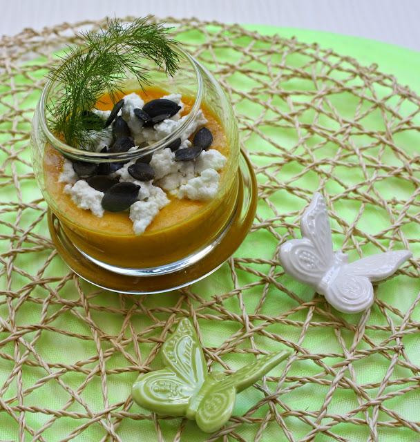 Crema di peperoni, ricotta e semi di zucca