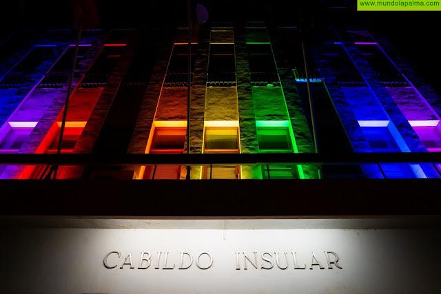 Los colores del arcoíris se extienden por primera vez por toda la Isla gracias al compromiso unánime de las instituciones