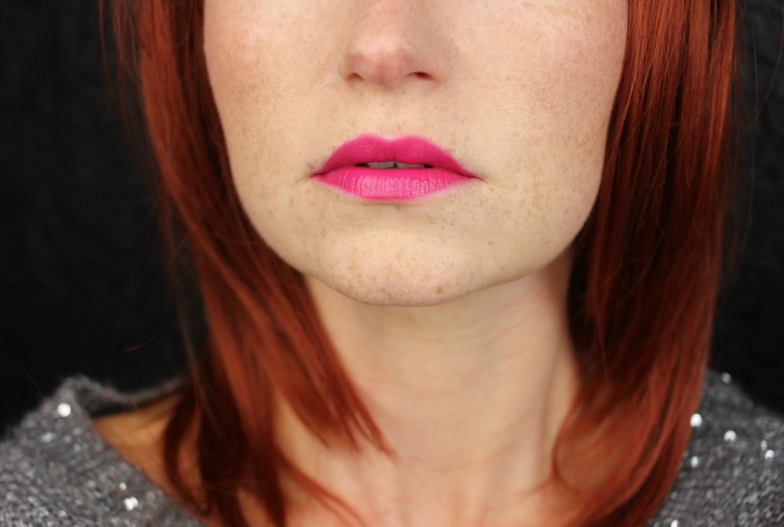 beauty blogger, cosmetics, deutschland, drogerie, farbtrends, lippenstift, liquid lipstick, mattes finish, review, revlon, rossmann, rote lippen, swatch party, swatches, tragebilder, Ultra HD Matte Lipcolor,