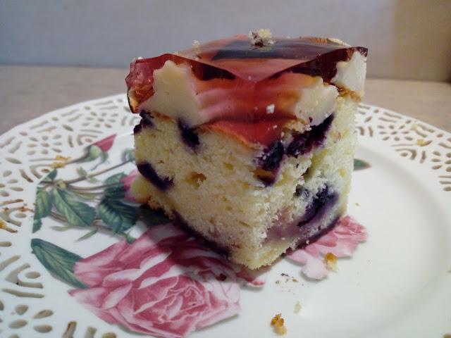 ciasto jogurtowe z owocami budyniem i galaretka proste ciasto z owocami ciasto ucierane z truskawkami ciasto z kremem i galaretka ciasto z jagodami ciasto z jablkami