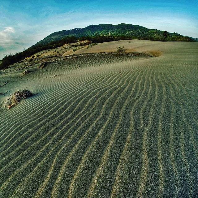 foto pemandangan gumuk pasir parangkusumo