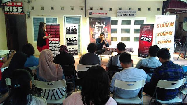 Angel Pakpahan sedang melakukan promosi salah satu Filmnya di Medan (Photo: TauKoTembung.com)