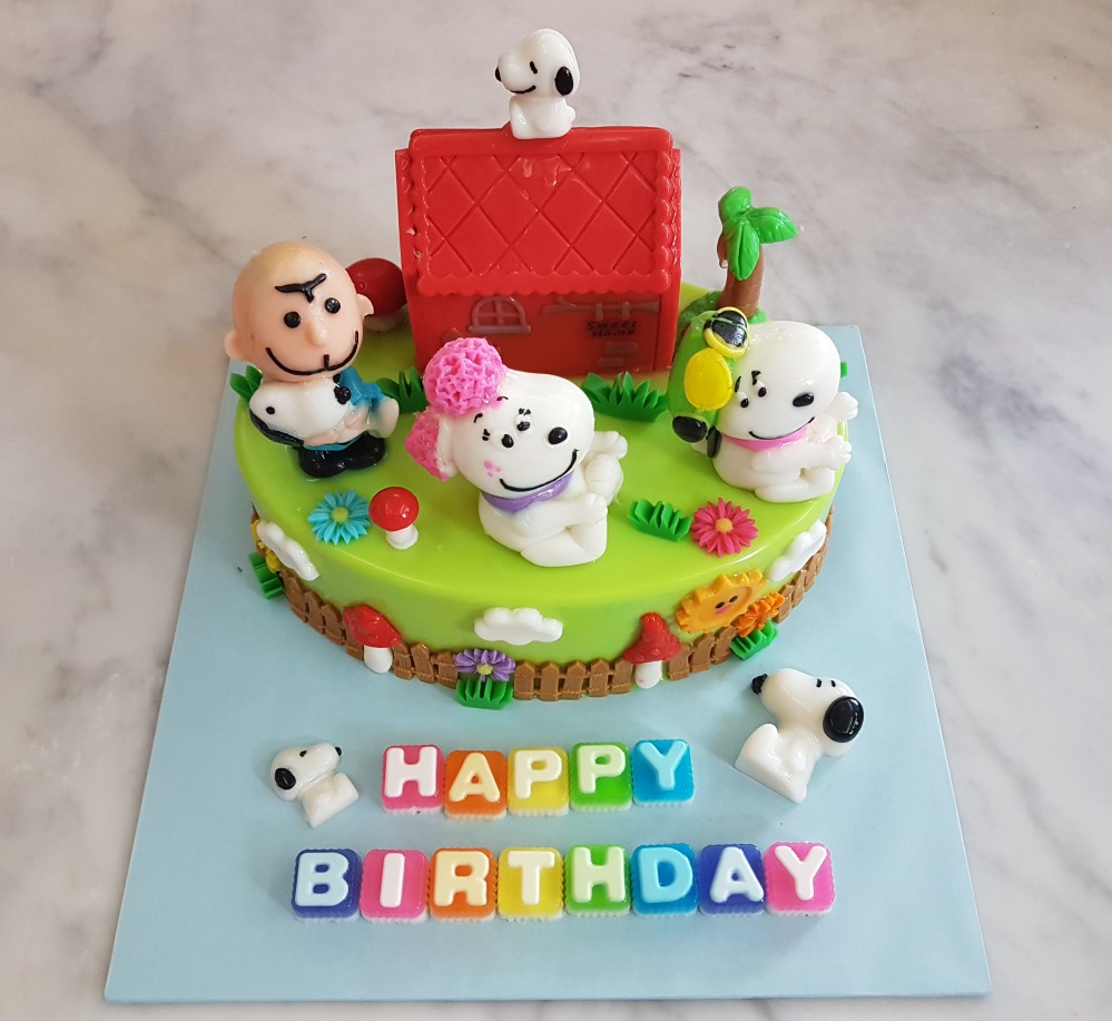 Yochanas Cake Delight Charlie Brown With Snoopy