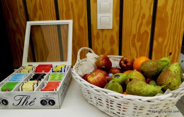 Cesta de frutas à disposição dos hóspedes no Hotel Sidorme Fuencarral 52, no bairro de Chueca, Madri
