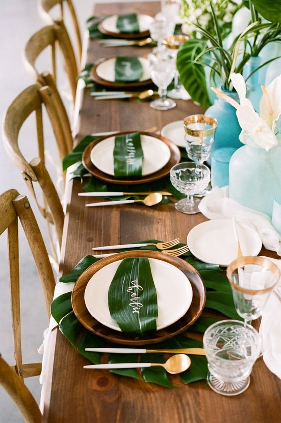mesa decorada palmeras