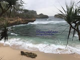 Pantai Teluk Putri : Indahnya Sunrise Di Pantai Minimalis Ini