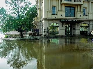 Ужгород. Театральна площа після дощу