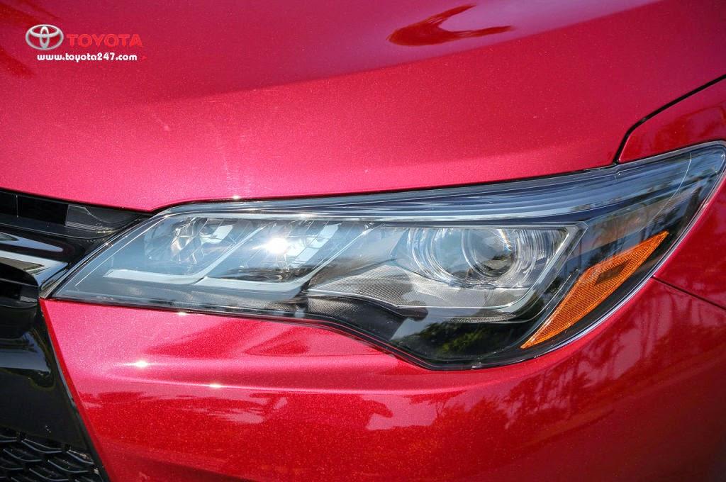 Cụm đèn trước trông sắc sảo hơn với dải đèn LED autolight