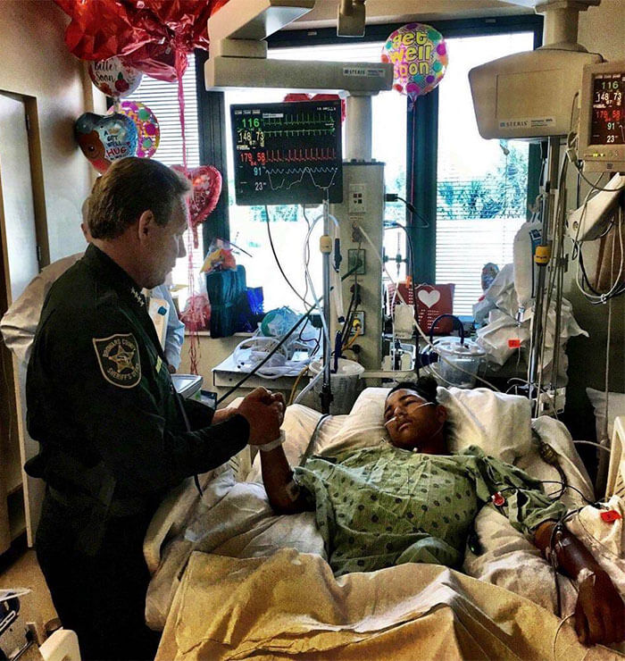 30 Heartwarming Photos That Restored Our Faith In Humanity - That's Anthony Borges, 15 Years Old.