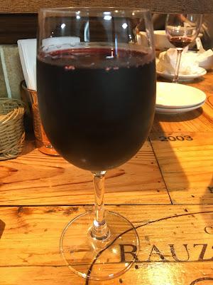 三軒茶屋にあるRIKI A(リキエー)のがぶ飲み赤ワイン