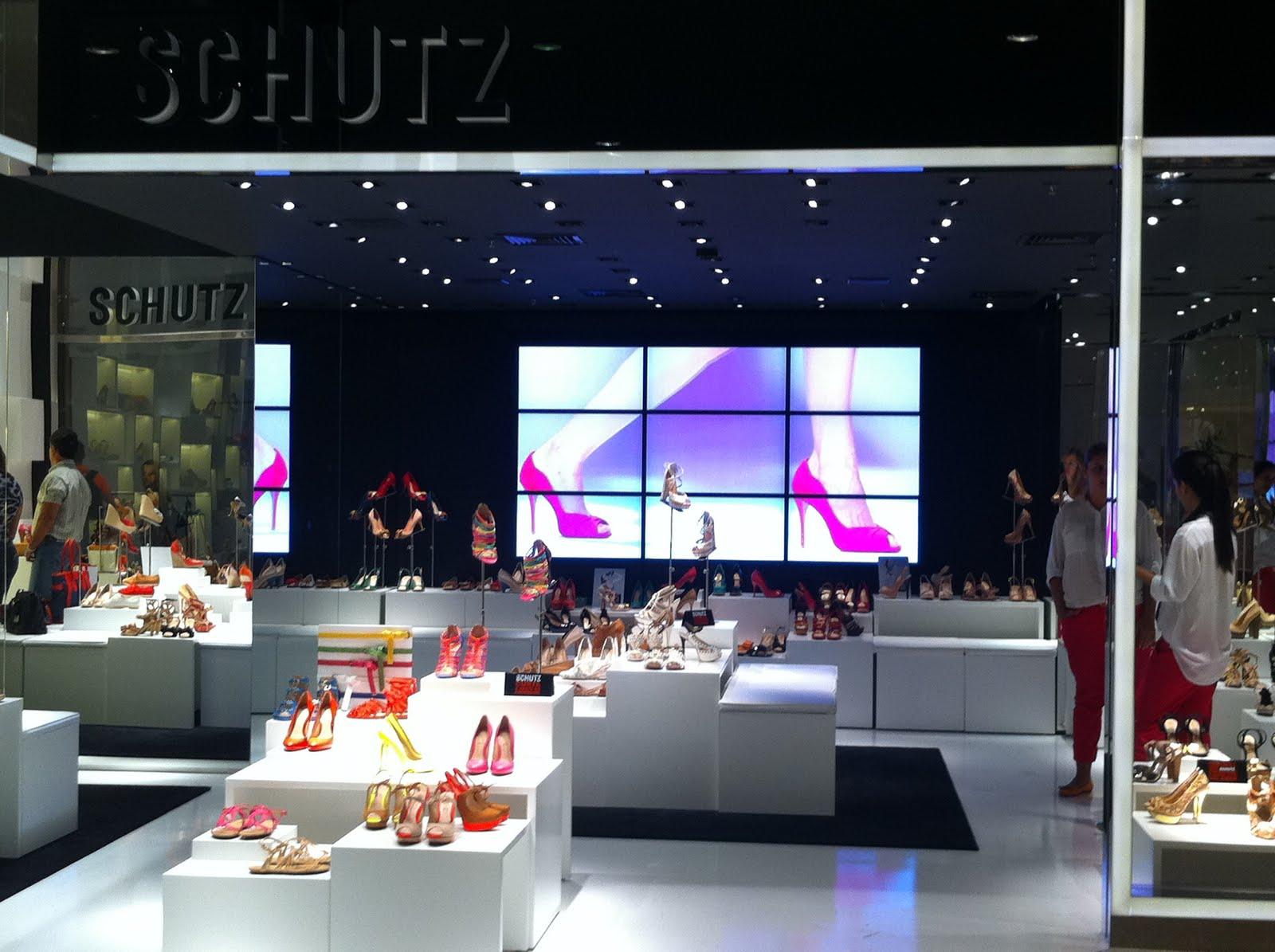 16cd69ab8 Começando pela loja, que não deve nada à que a Schutz tem na Oscar Freire.  Sem dúvidas, a que mais chama atenção no shopping!