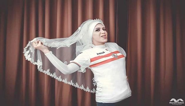 بالصور عقب الخروج الافريقي و تحت شعار ( سنظل أوفياء) عروسان يرتديان تيشرت الزمالك في ليلة العمر