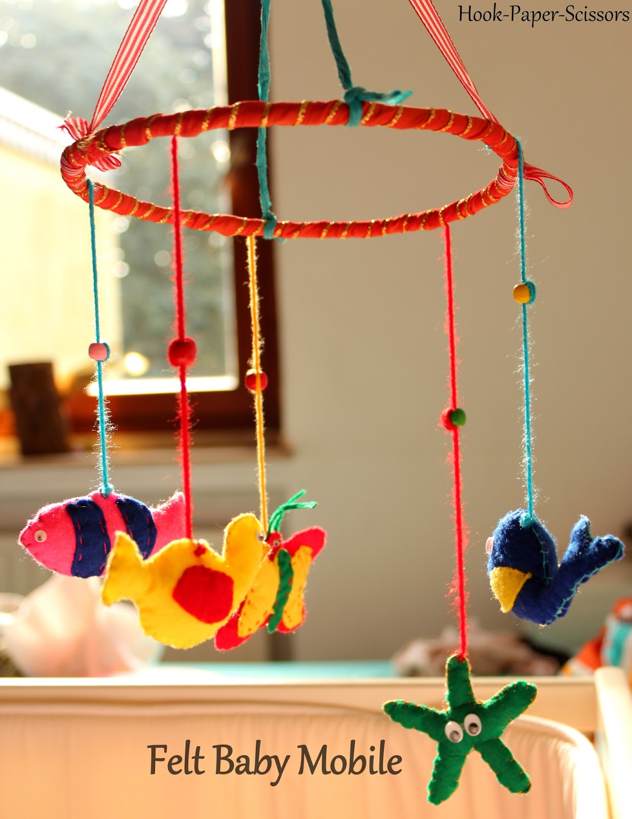 Hook paper scissors diy felt baby mobile for Diy felt flower mobile
