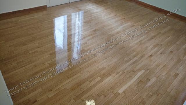 Γυαλιστερό ξύλινο πάτωμα