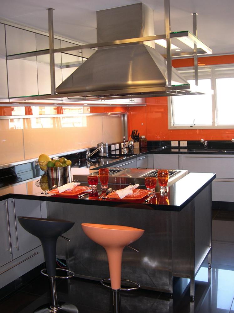 Cocinas en color naranja y plata colores en casa for Muebles de cocina la plata