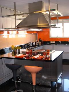 Cocina plata y naranja