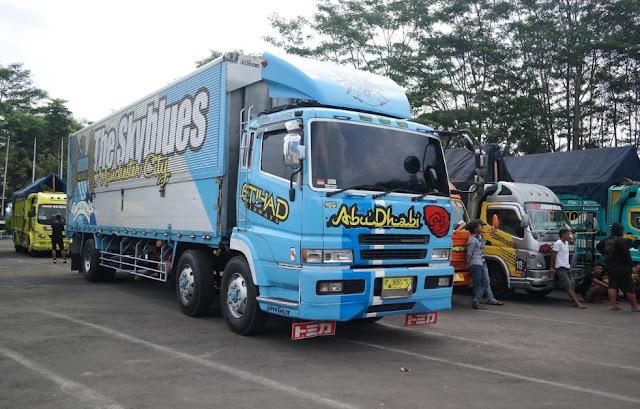 gambar modifikasi truk trailer