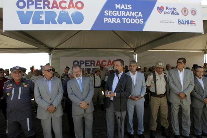 Governador da Bahia anuncia novo concurso com 2,8 mil vagas para PM e Bombeiros para 2017