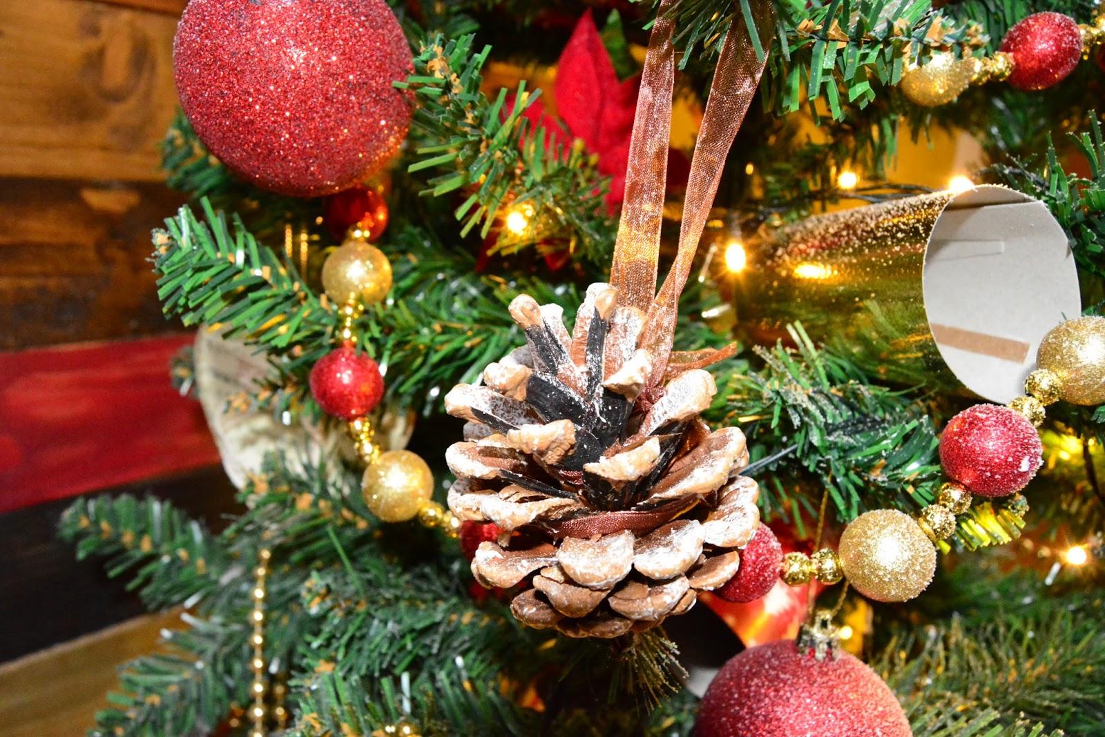 christmas, snow, pinecone, autumn, winter, holidays, seasonal
