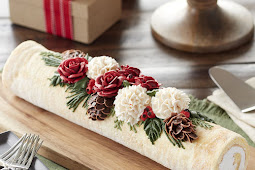 BEAUTIFUL YULE LOG CAKE