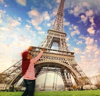 Menara Eiffel Itu Ternyata Di Barcelona Bukan Di Paris