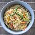 fideos chinos con verdura en salsa de curry y leche de coco
