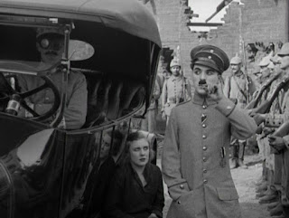 """Кадр из к/ф Чарли Чаплина """"На плечо"""" / Shoulder Arms (1918) - 25"""