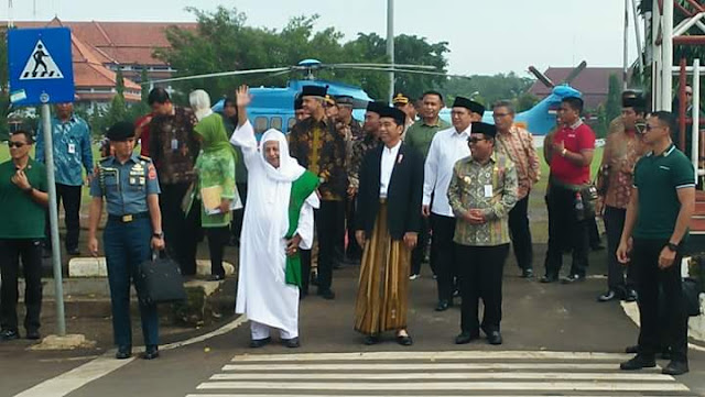 Pakai Sarung, Presiden Jokowi Tiba Di Pekalongan Hadiri Pembukaan Muktamar Jatman XII