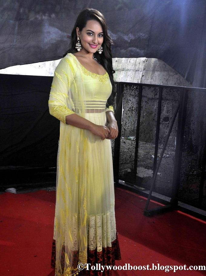Marathi Actress Sonakshi Sinha At Star Plus TV Show In Yellow Dress