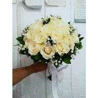 bunga-hand-bouquet-mawar-putih