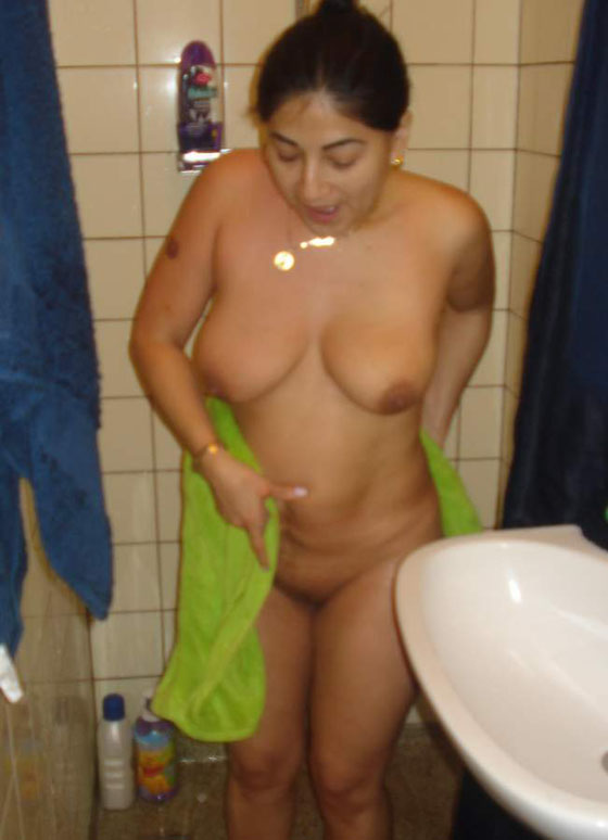 Naked Tamil Bhabhi Nude Bathroom Pictures