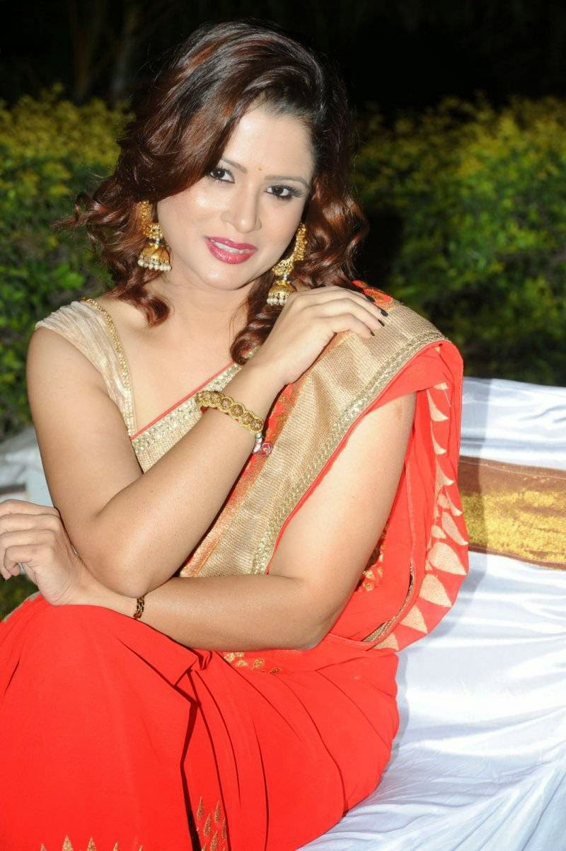 Tv Anchor Shilpa Chakravarthy Stills In Orange Saree