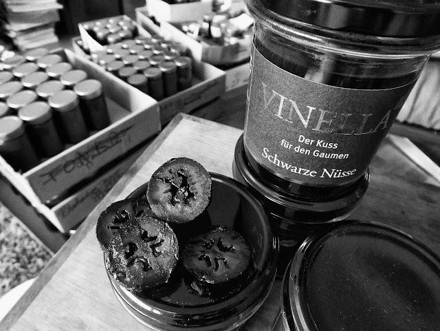 Schwarze Nüsse der Manufaktur Vinella