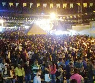 Multidão lotou a praça de eventos na 1ª noite do São Pedro de Picuí
