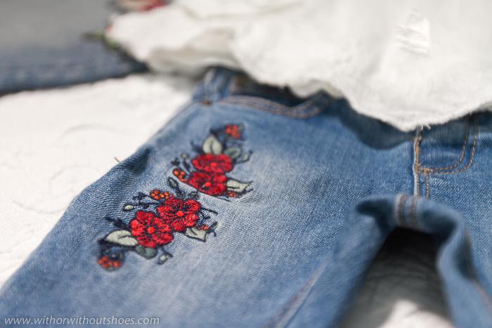 Flores boradadas, pantalones vaqueros bordados