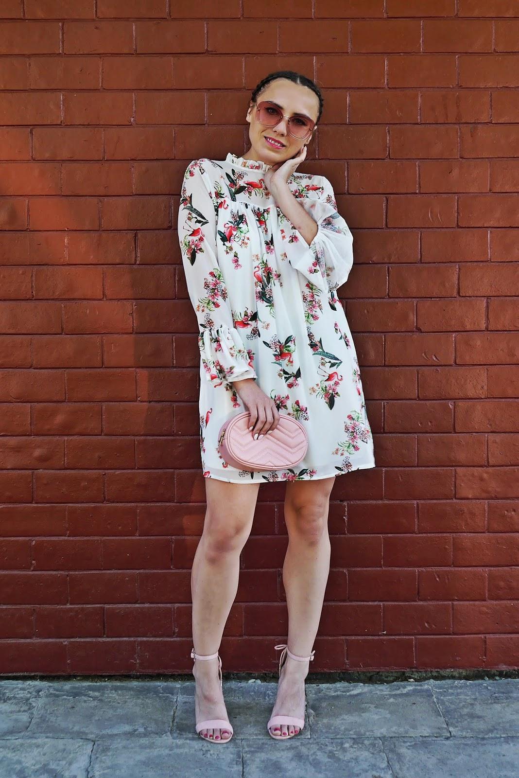 6_sukienka_we_flamingi_renee_szpilki_rozowe_torebka_nerka_rozowa_karyn_blog_modowy_300518