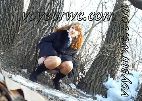 Wedding guest filming these babes taking a piss in the woods (Wedding Pissing Park 04 - Winter Piss)