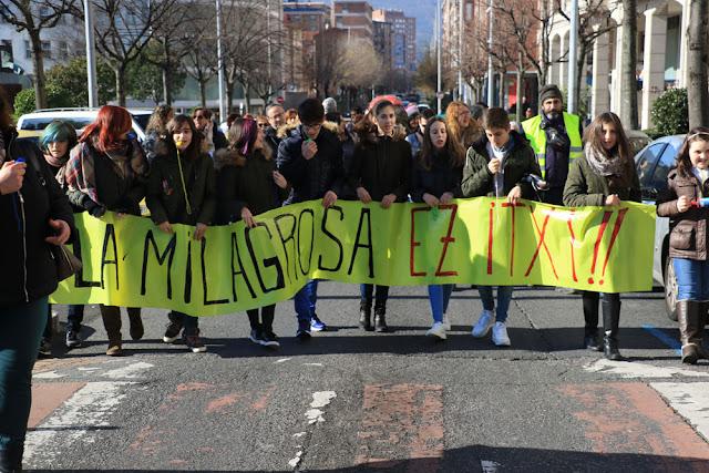 Protesta de familias y trabajadores de La Milagrosa