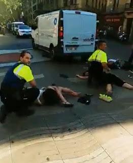 """الشرطة الاسبانية تحدد """" ادريس اوكابير """" مغربي الجنسية , احد المشتبهين في تورطهم في هجوم برشلونة الارهابي"""""""