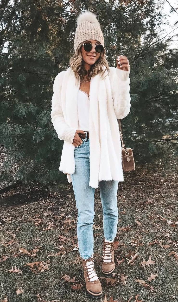 how to wear a white cardi : bag + hat + sweater + jeans + boots