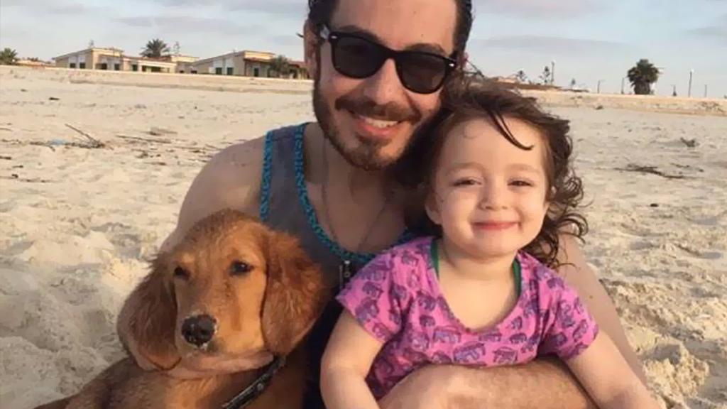 أحمد زاهر يشعل مواقع التواصل الاجتماعي بنشر صورة لابنتيه منى ونور