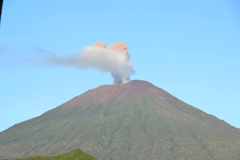 Misteri Gunung Slamet Dan Mitos Terbelahnya Pulau Jawa Manusia Lembah