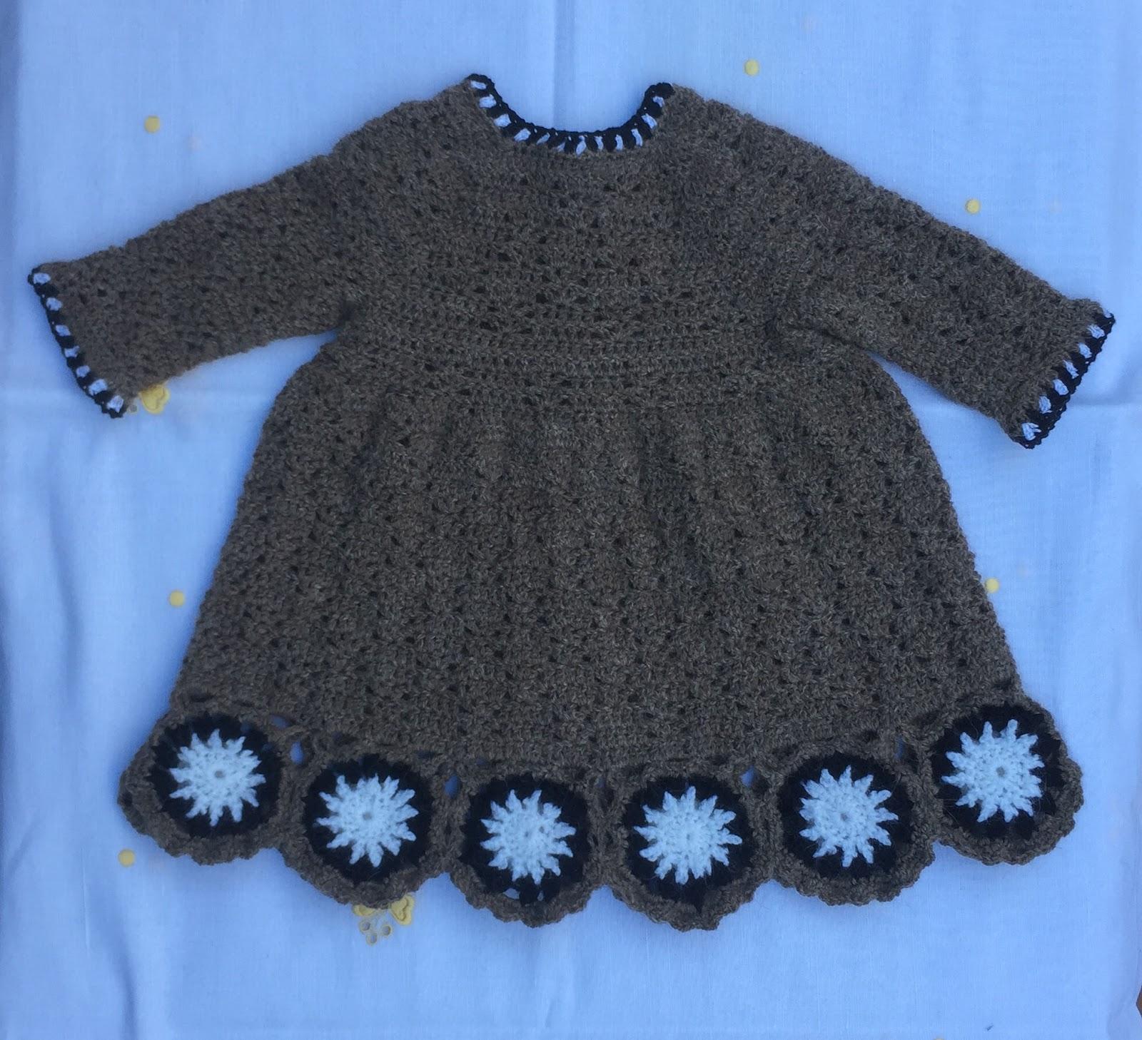 be8da9f89 VESTIDO DE CROCHET CON FLORES PARA REBORN DE 53 CM. Material. Lana especial  bebés color marrón marca DROPS ...