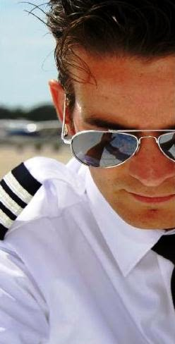 37fe6b4c6d1c5 Óculos de sol ajudam a salvaguardar o recurso sensorial mais importante  para um piloto – a sua visão. Óculos de qualidade são essenciais no  ambiente da ...