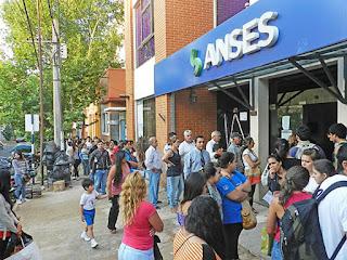 Resultado de imagen para Anses le sacó la jubilación a mil extranjeros que nunca vivieron en el país